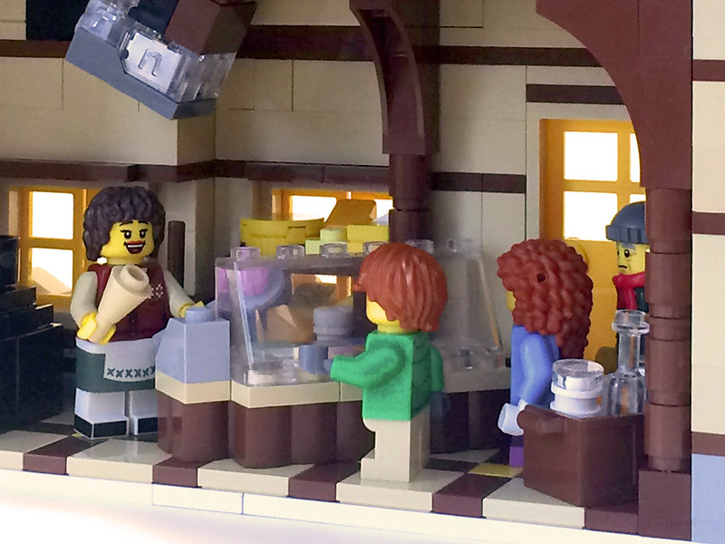 LEGO-Winter Village-Creamery-12