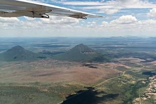 Blick auf die Omatakoberge (2286 m) auf dem Flug nach Windhoek