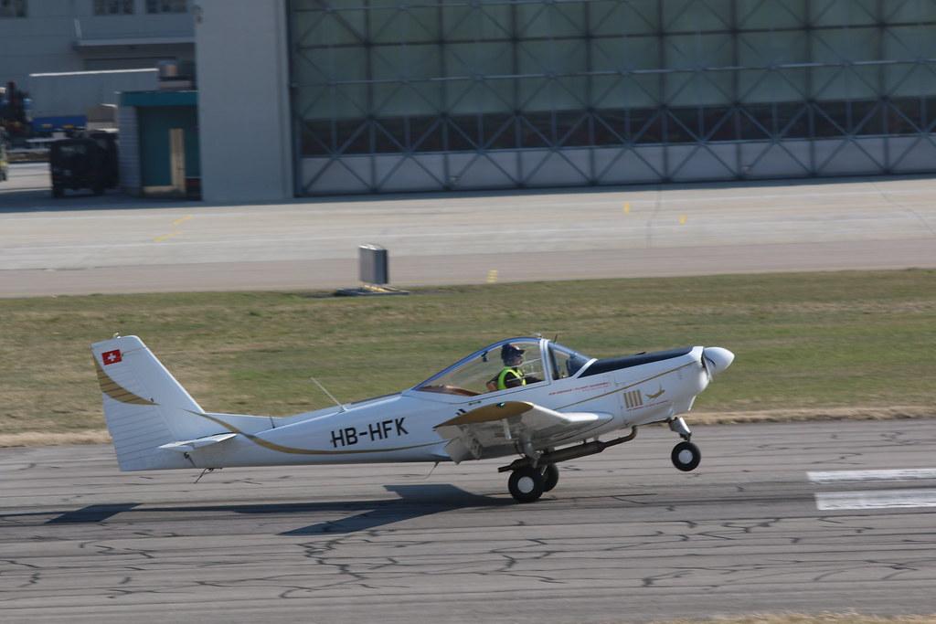 Aéroport - base aérienne de Sion (Suisse) 25530658610_3758c3e55e_b