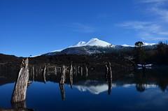 Volcán Llaima y Laguna Arcoiris
