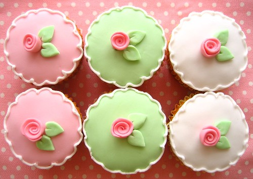 flower cupcakes 2582 | by hello naomi