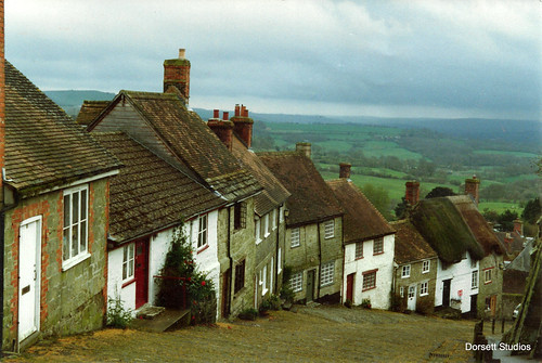 Gold Hill in the town of  Shaftesbury, Dorset, England, U.K.. | by Dorsett Studios