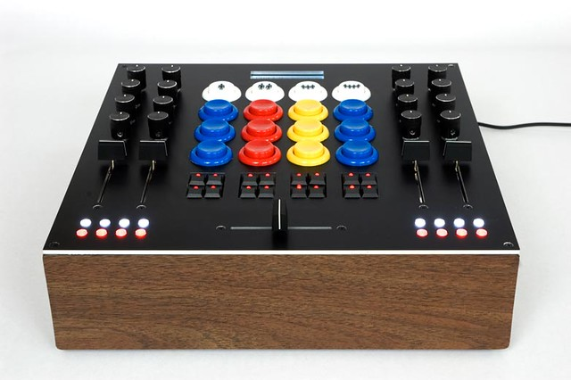 Knobbee 32 A Open-Firmware Arduino-Based USB-MIDI