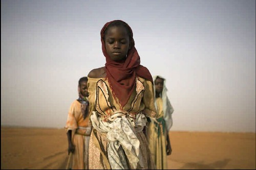 Young Darfuri girls leave an IDP (Internally Displaced Persons) camp in Abu Shouk, North Darfur (Sudan, Africa) | by k-ideas