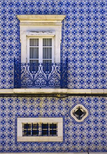 balcony blue tiled house estremoz traditional blue. Black Bedroom Furniture Sets. Home Design Ideas