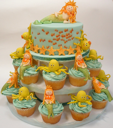 Underwater cupcake tower and cake | by neviepiecakes