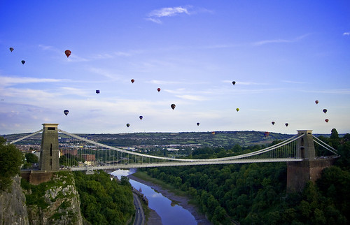 Balloons over the Clifton Suspension Bridge - Bristol Balloon Fiesta 2009 (Sunday) | by Mathew Roberts