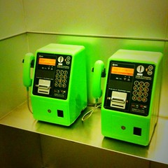 緑の公衆電話