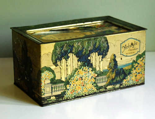 1920s Vintage Tin Box by Artstyle | by calloohcallay