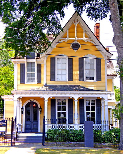The yellow four sisters house in montgomery alabama flickr for Montgomery house