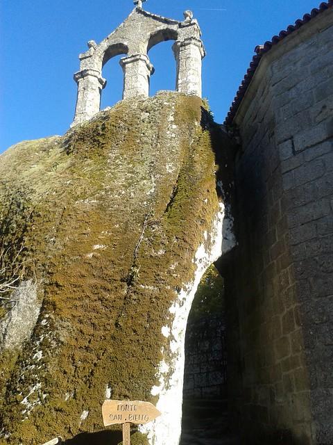 Espadana monasterio San Pedro de Rocas