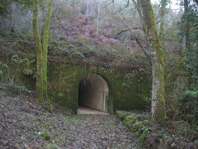 Túnel en el Camiño Natural do Río Barbantiño