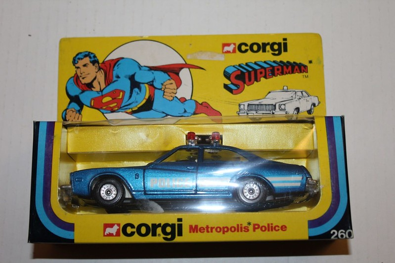 superman_corgi_policecar