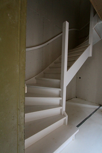 Nieuwe trap plaatsen in het achterhuis de eerste nieuwe for Plaatsen trap