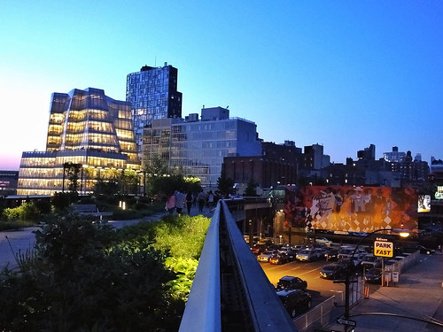 High Line after Sunset (New York, USA. Gustavo Thomas © 2014)