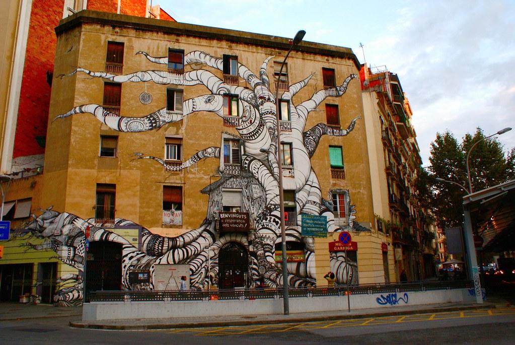 Fresque mural d'un ancien squat à Barcelone.