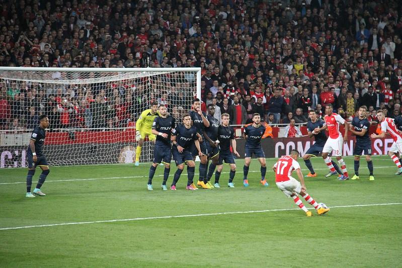Alexis Sánchez free kick 1