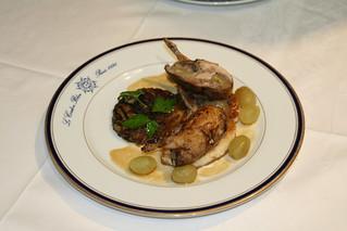 Cailles farcies aux raisins et roties sur canape pommes d for Cailles sur canape