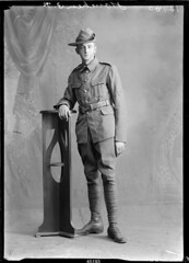 Houchen; Circa 1910 - 1918; Berry & Co | by Te Papa - Collections