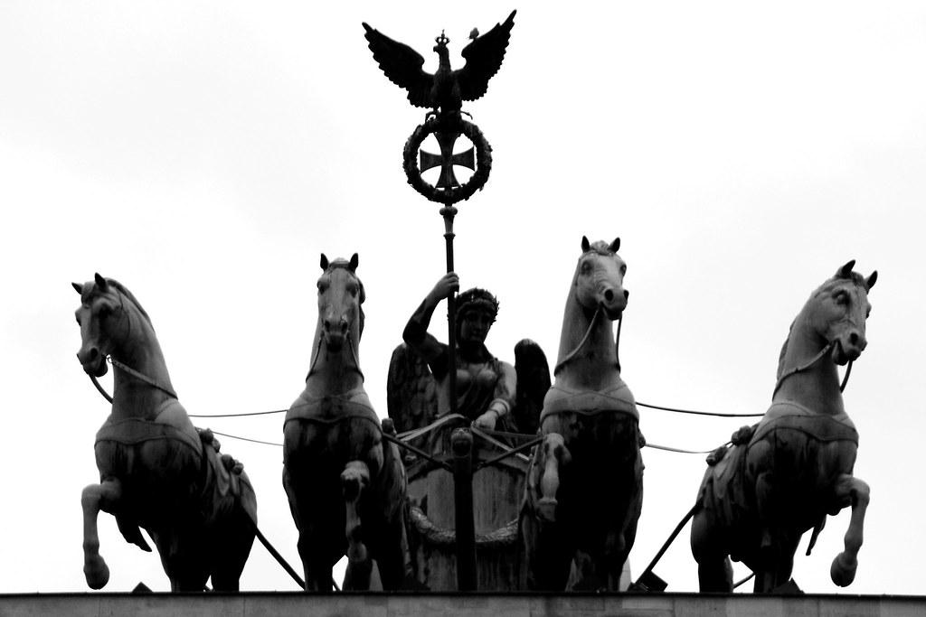 Quadrige sur la Porte de Brandebourg à Berlin - Photo de alberto a.s.