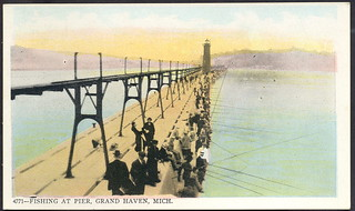 Grand haven mi great pier catwalk and very early lighthous for Harrison fishing pier