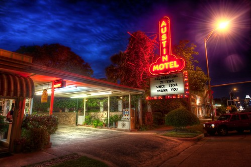 Pulling into the Austin Motel after dark | by Stuck in Customs