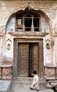 Old Door and Child in Bhaun | by jzakariya