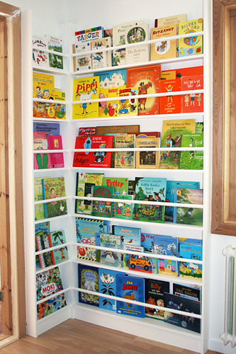 Bookcase for childrens books | by Craft & Creativity