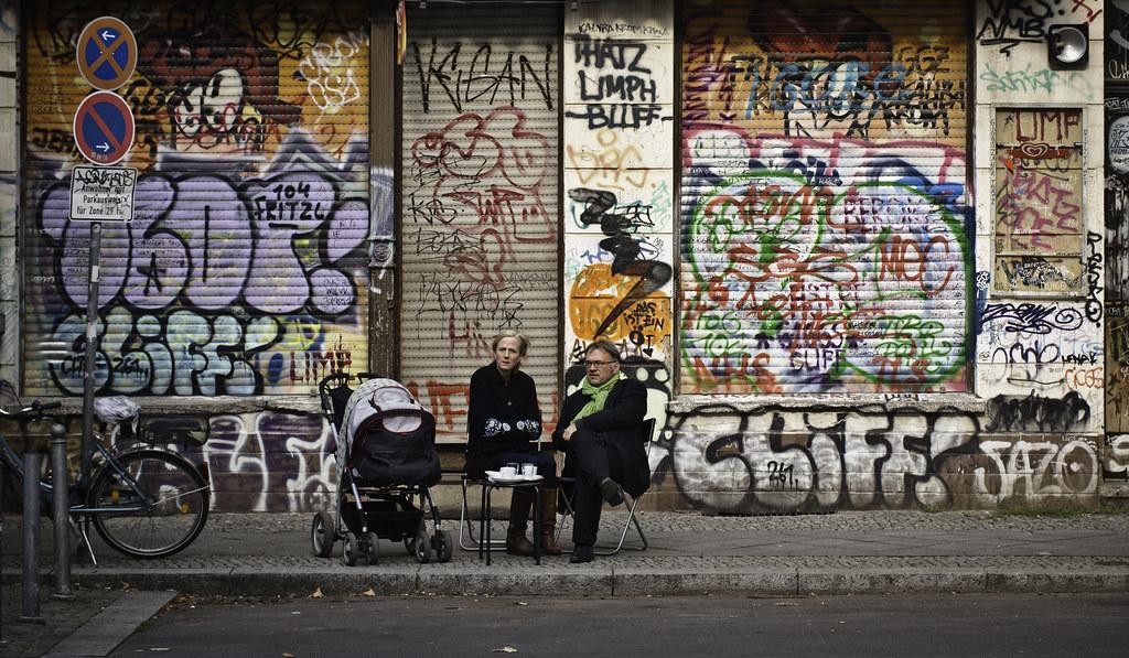 Graffiti et café à Berlin - Photo de Sascha Kohlmann