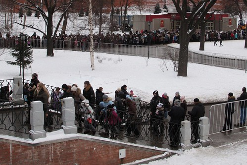 Long queue of schoolchildren to visit the Kremlin