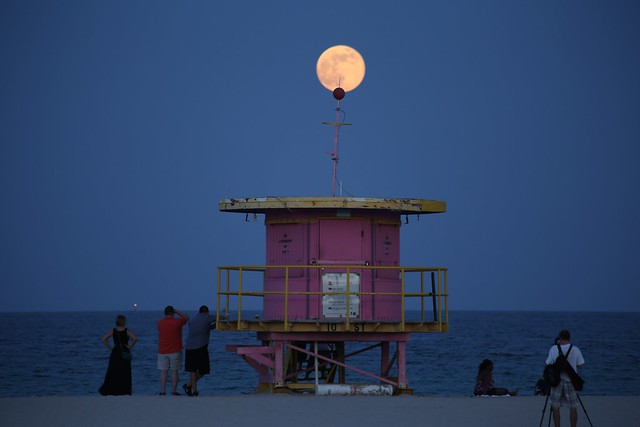 Photographing the South Beach Full Moon