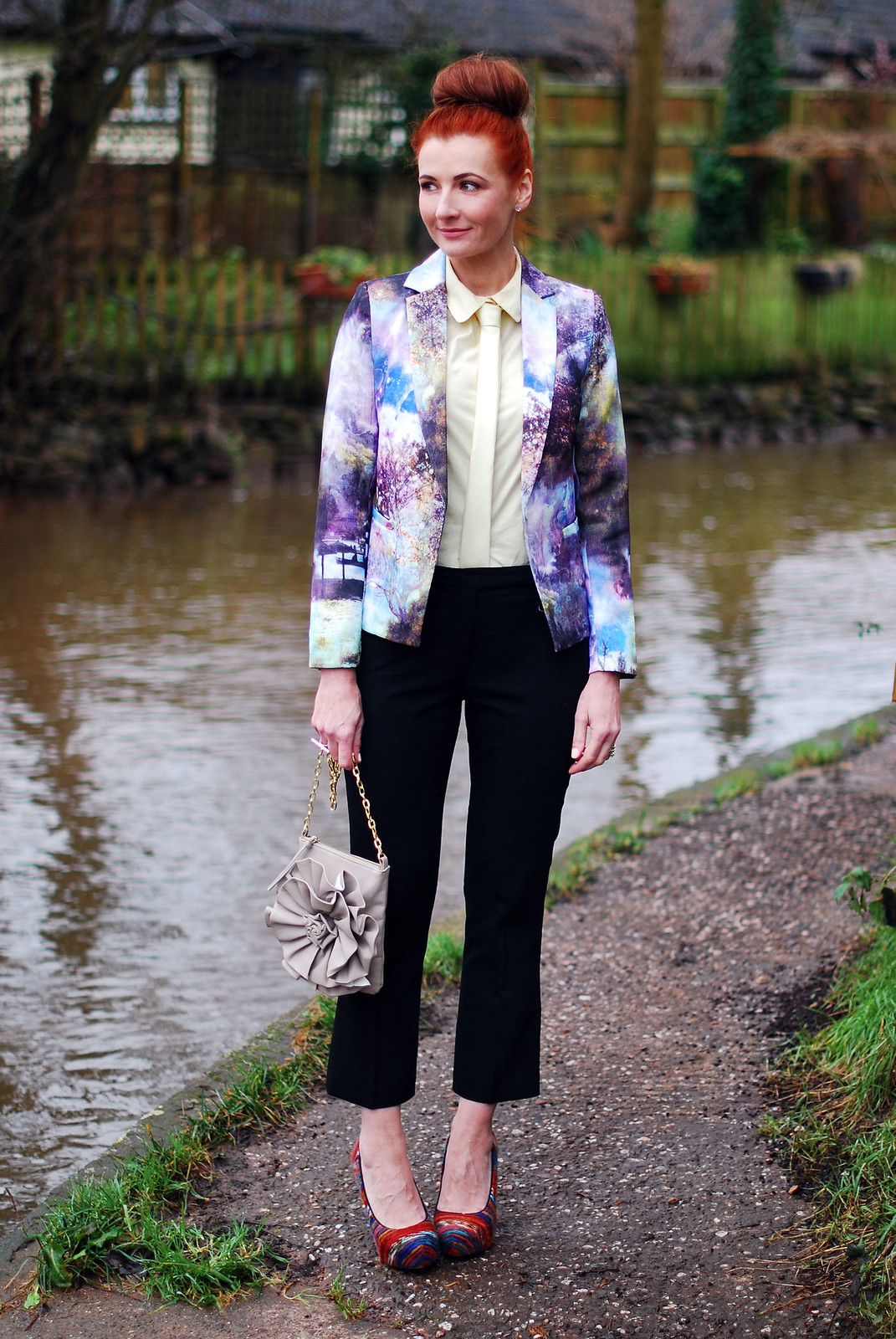 Patterned blazer with shirt & tie