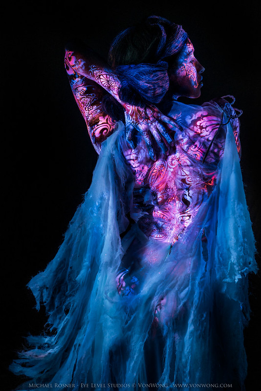 """Want to create something new with UV with an amazing team and some amazingly advanced technology?"" That's how the whole shoot began. Read more: http://buff.ly/VHsnW1 - Credits: Photo: Von Wong First Assist: Digital Jess Body Art: Michael Rosner from EYE"
