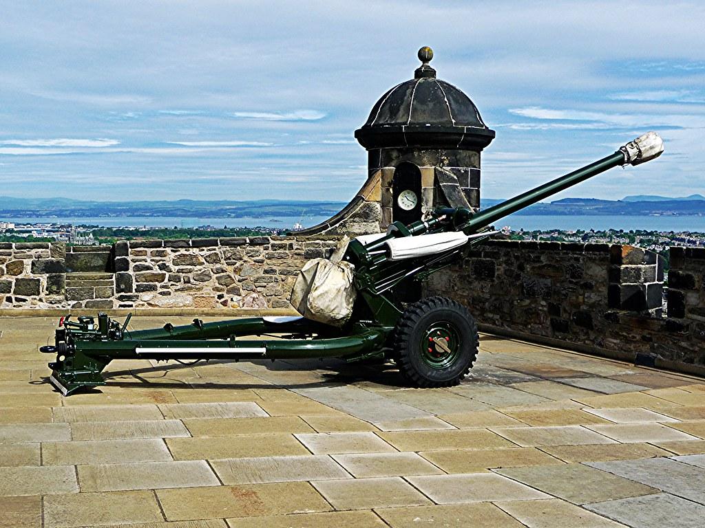 One O'Clock Gun at Edinburgh Castle, Scotland.