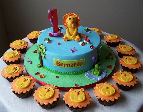Lion cake and cupcakes | by cakespace - Beth (Chantilly Cake Designs)