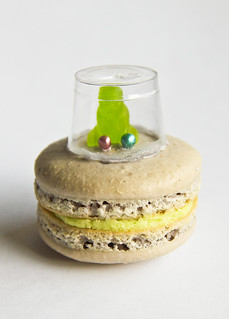 Flying Saucer Macarons | by raspberri cupcakes