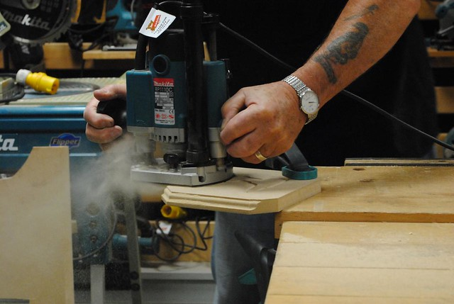 Makita RP1110C Router in action