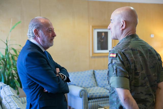 09-180917 Visita jefe 2º Subinspección Gral Ejerc Sur y Comandante Militar