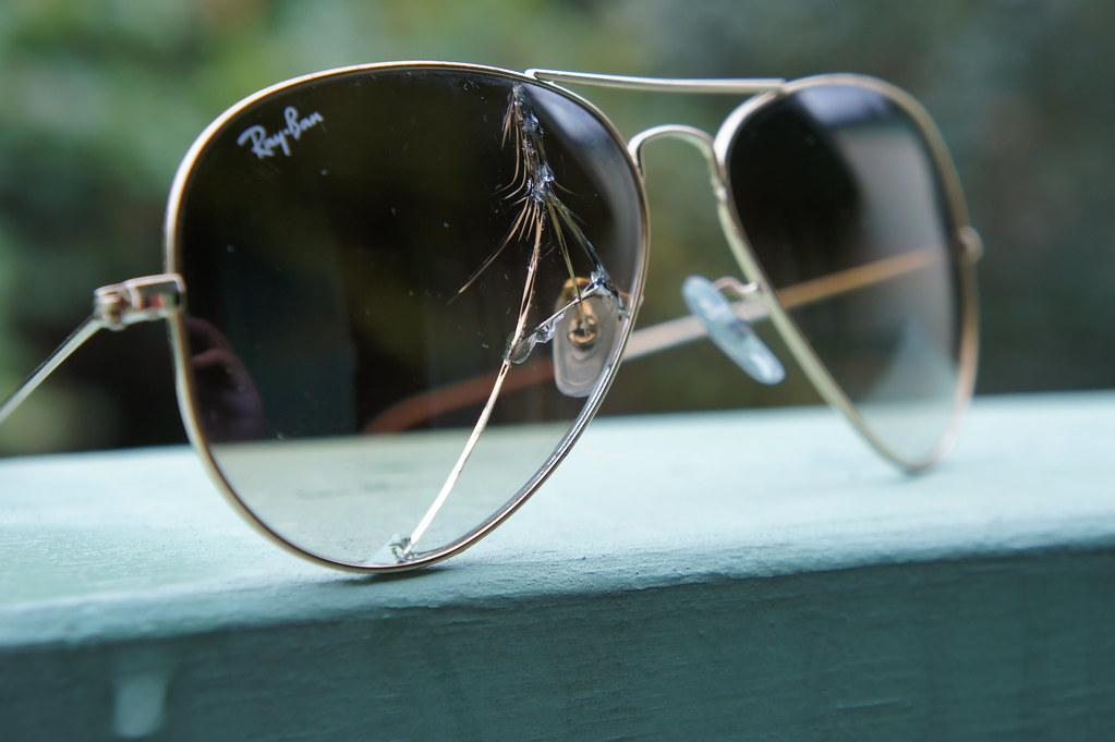 how to fix broken eyeglasses