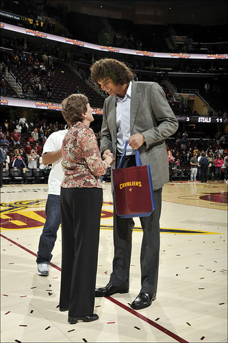 Andy Gives a Gift to a Fan After the Last Game of the 2010-11 Season | by Cavs History