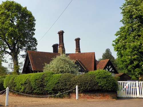 Jubilee Lodges, Old Knebworth (1) | by Peter O'Connor aka anemoneprojectors
