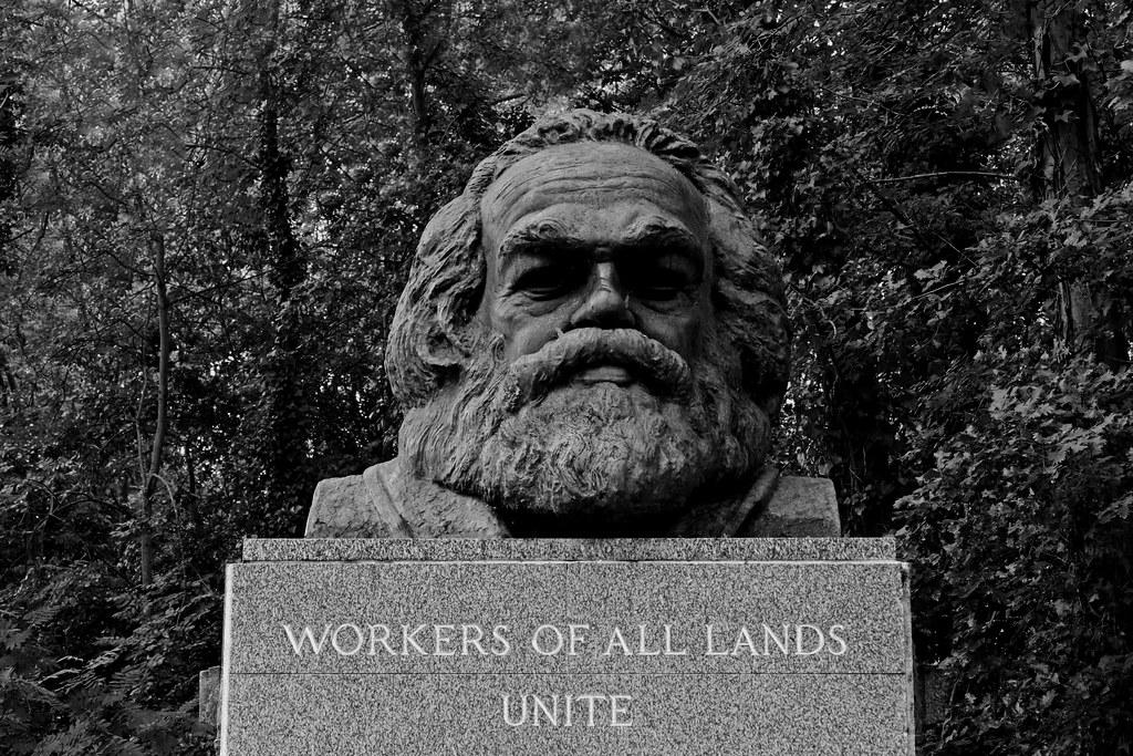 Tombe de Karl Marx au cimetière de Highgate East à Londres : Travailleur de tous les pays, unissez-vous ! Photo de Leo Reynolds @ Flickr