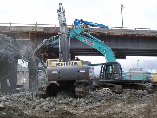 Crunching down the NE 12th St Bridge over I-405 | by WSDOT