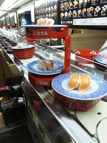 回転寿司 (Kaiten-Sushi)