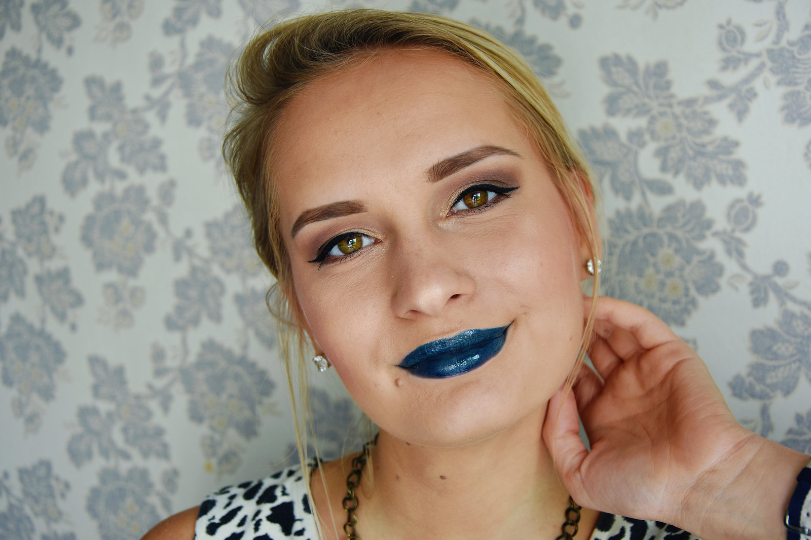 Blue lipstick makeup inspiration