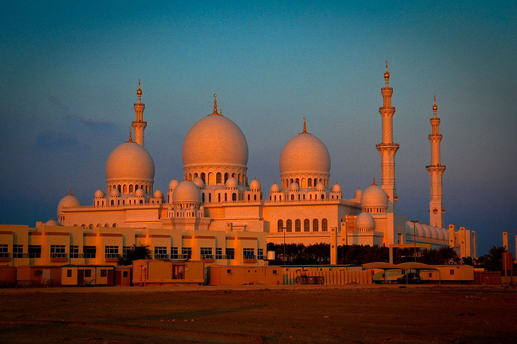 Sheikh Zayed Mosque at dusk