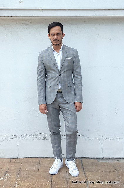 halfwhiteboy gray suit and white sneakers 04