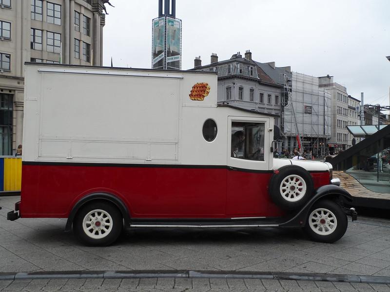 Oldtimers in de straten van Gent