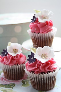 Mini flower cupcakes | by Cotton and Crumbs