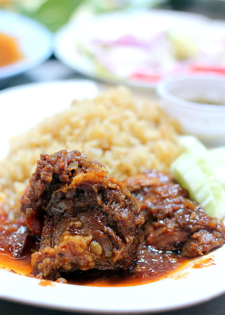 aeisah-rotdee-beef-rice